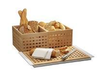 Corbeilles, planches et couteaux à pain